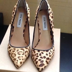Steve Madden Real Fur, women Heels sz 6M, MSRP $99